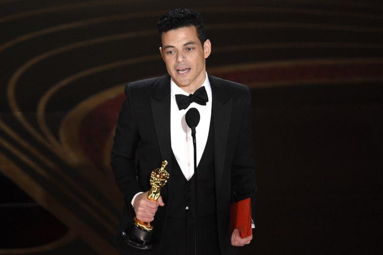Rami Malek menerima Piala Oscar untuk Best Actor pada Academy Awards 2019 di Dolby Theatre, Los Angeles, California, Minggu (24/2/2019).