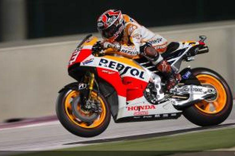 Pebalap Repsol Honda asal Spanyol, Marc Marquez, memacu motornya di Sirkuit Losail pada GP Qatar, Minggu (23/3/2014).