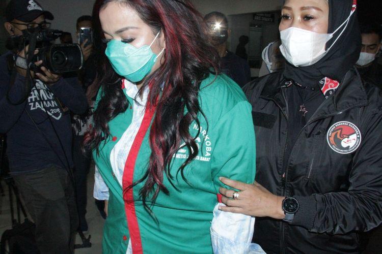 Jennifer Jill tersangka kasus kepemilikan narkotika di Mapolres Jakarta Barat, Jumat (19/2/2021).