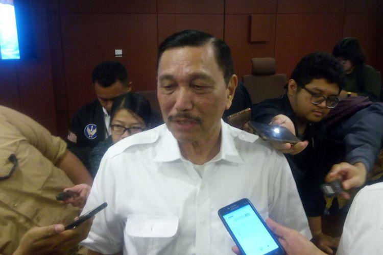 Menteri Koordinator bidang Kemaritiman (Menko Maritim), Luhut Binsar Pandjaitan memberi keterangan di kantornya, Jakarta, Senin (14/1/2019).