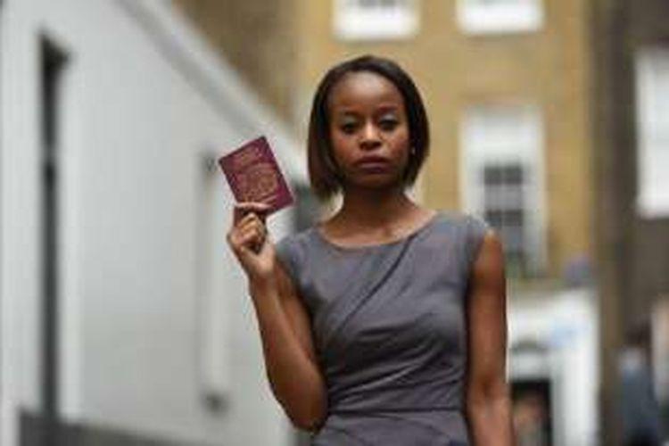 Bridget Nhire, penata busana, dilarang terbang di seumur hidupnya dengan semua penerbangan British Airways di dunia.  Hal itu terjadi setelah insiden yang menjengkelkan penumpang lain di ketinggian jelajah 30.000 kaki dari London ke Dubai.