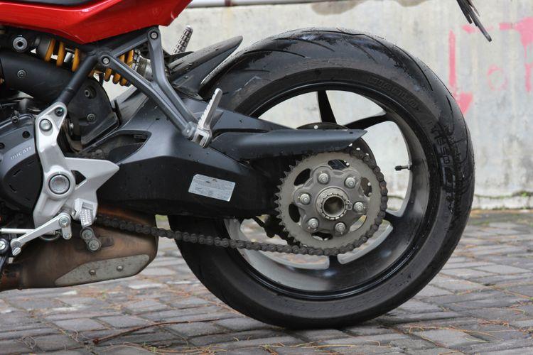 Suspensi Ducati Supersport memakai produk Ohlins