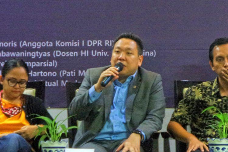 Anggota Komisi I DPR RI Charles Honoris dalam diskusi bertajuk Dinamika Gerakan Terorisme dan Polemik Revisi UU Anti-Terorisme, di Auditorium Nurkholis Madjid, Universitas Paramadina, Jakarta, Rabu (31/5/2017).