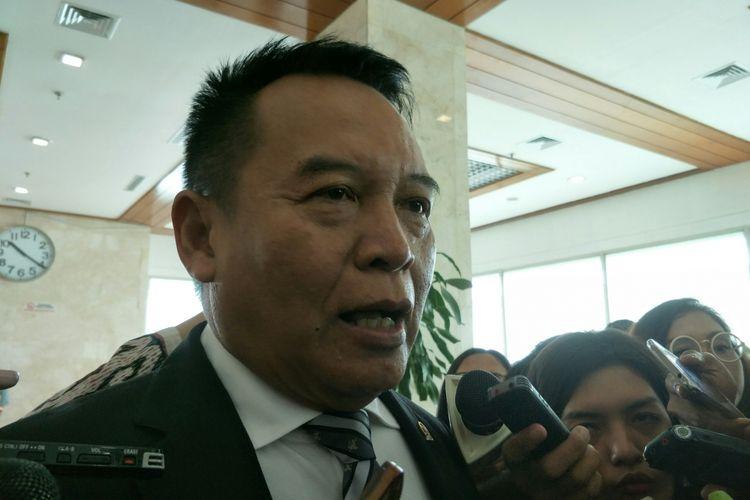 Wakil Ketua Komisi I DPR TB Hasanuddin di Kompleks Parlemen, Senayan, Jakarta, Rabu (15/11/2017)