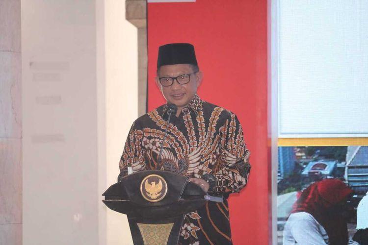 Menteri Dalam Negeri (Mendagri) Tito Karnavian saat menyampaikan sambutan dalan peluncuran Gerakan 26 Juta Masker di Pendopo Kabupaten Malang, Jumat (7/8/2020).