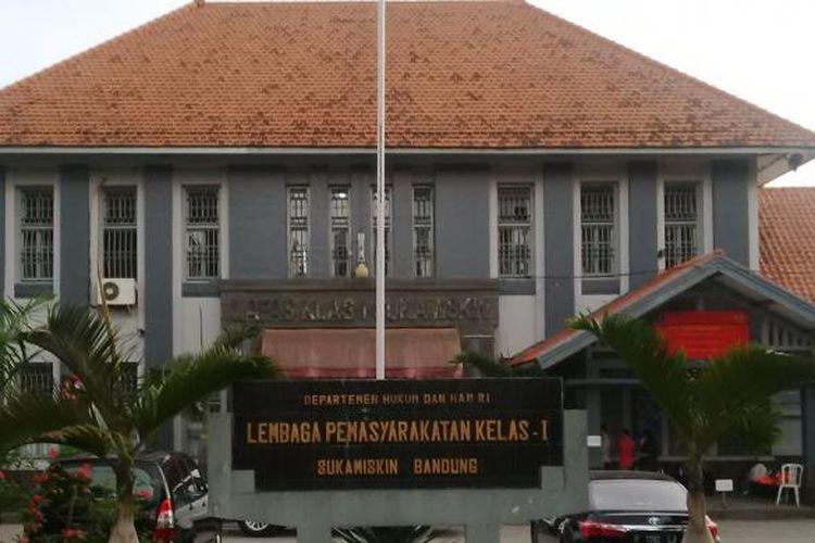 Lembaga Pemasyarakatan (Lapas) Kelas I A Sukamiskin, Bandung, Jalan AH. Nasution No. 114 Bandung, Jawa Barat. Lapas ini khusus bagi narapidana koruptor kelas kakap.
