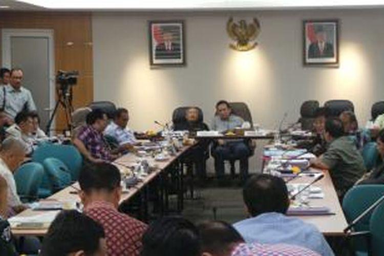 Rapat banggar DPRD DKI yang dipimpin Mohamad Taufik dan Ferrial Sofyan, di Gedung DPRD DKI, Sabtu (12/12/2015).