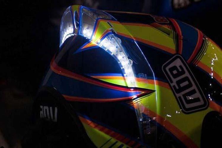 Lampu LED di spoiler belakang helm Valentino Rossi