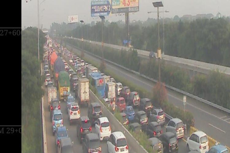 Kondisi lalu lintas menuju Bandara Soekarno-Hatta, Selasa (10/11/2020) pagi.