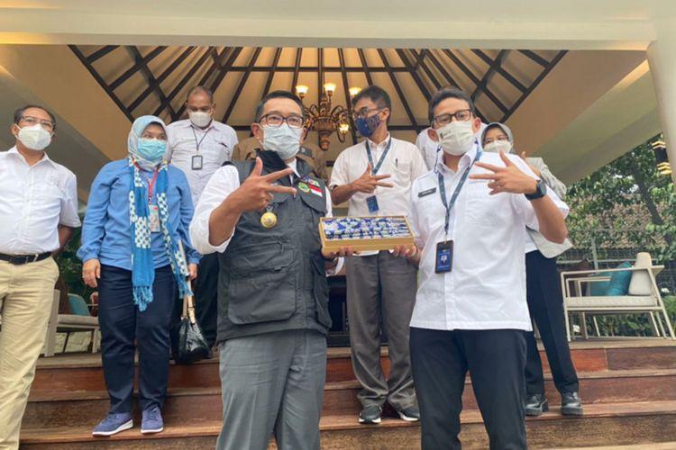 Menteri Pariwisata dan Ekonomi Kreatif Sandiaga Uno bertamu ke rumah dinas Gubernur Jawa Barat Ridwan Kamil di Gedung Pakuan, Kota Bandung, Senin (22/2/2021).