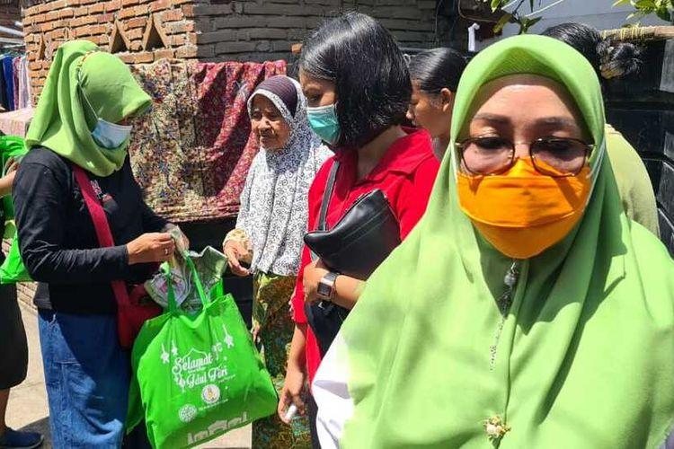 Paslon Walikota Mataram Selly-Manan saat berkunjung ke rumah warga menyamapaikan program nya