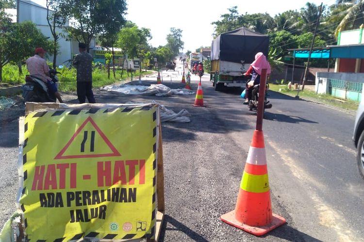 Jalur selatan ruas Buntu-Sumpiuh, Kabupaten Banyumas, Jawa Tengah, dibeton, Rabu (22/5/2019)
