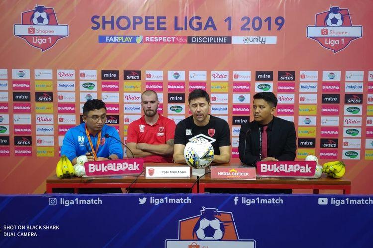 Pelatih PSM Makassar Darije Kalezic saat menghadiri konferensi pers usai laga melawan Perseru Badak Lampung FC, Minggu (15/9/2019).