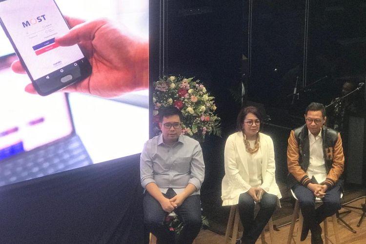 Managing Director Mandiri Sekuritas (tengah) Lisana Irianiwati di Jakarta, Senin (1/4/2019).