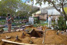 Menahan Tangis, Jakara Kumandangkan Azan di Depan Makam Sang Ayah, Bupati Bangka Tengah