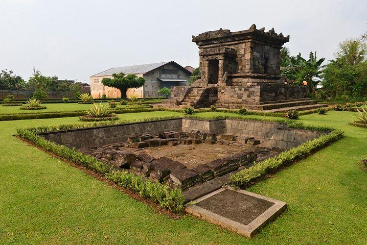 Ilustrasi candi - Candi Hindu bernama Candi Badut di Kota Malang, Jawa Timur.