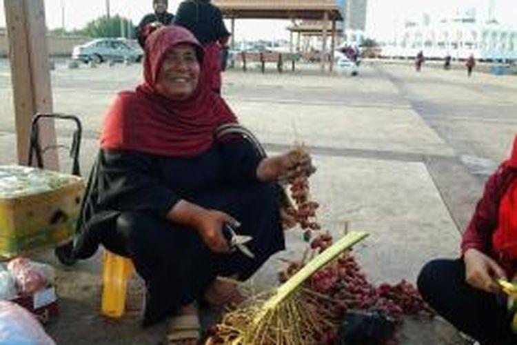 Padma, 52, penjual kurma di Pantai laut Merah, Jeddah.