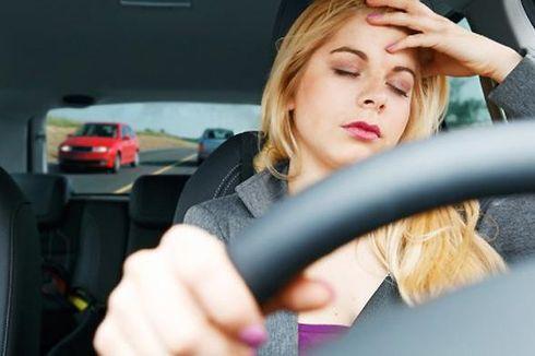 Cara Tepat Usir Kantuk Saat Berkendara akibat Begadang Nonton Bola