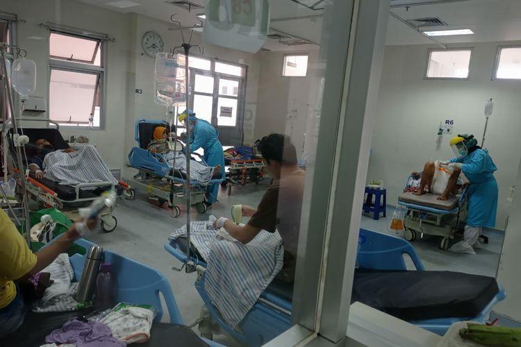 Penanganan pasien Covid-19 di RSUD Gambiran Kota Kediri, Jawa Timur.