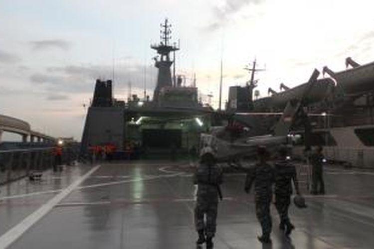 KRI Banda Aceh, salah satu kapal perang yang digunakan untuk mencari pesawat AirAsia yang hilang kontak sejak Minggu (28/12/2014) pagi.