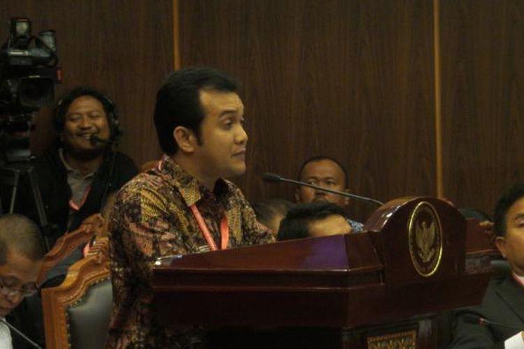 Direktur Sinergi Masyarakat untuk Demokrasi Indonesia Said Salahuddin menjadi saksi ahli tim Prabowo Subianto-Hatta Rajasa dalam sidang perselisihan hasil pemilihan umum presiden dan wakil presiden di Gedung Mahkamah Konstitusi, Jumat (15/8/2014).