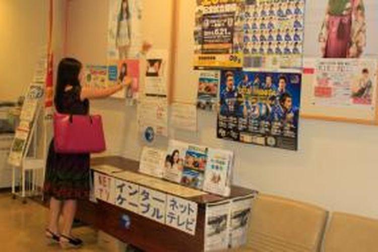 Mahalnya biaya kuliah di APU ini juga diakui sendiri oleh Prof Kondo Yuichi, Dean of Admission Professor Ritsumeikan Asia Pacific University (APU). Karena itulah, APU menawarkan variasi beasiswa berupa pengurangan biaya kuliah selama empat tahun. Pengurangan biaya tersebut mulai dari 30 sampai 100 persen.