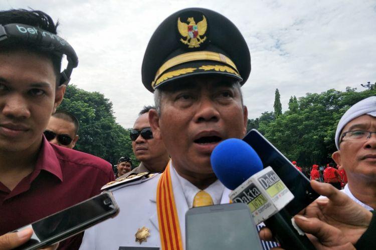 Wali Kota Bekasi Rahmat Effendi atau akrab disapa Pepen di Alun-alun Kota Bekasi, Minggu (10/3/2019).
