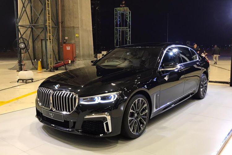Konsumen BMW Seri 7 bisa mendapatkan poin reward dari Garuda untuk kemudahan penerbangan