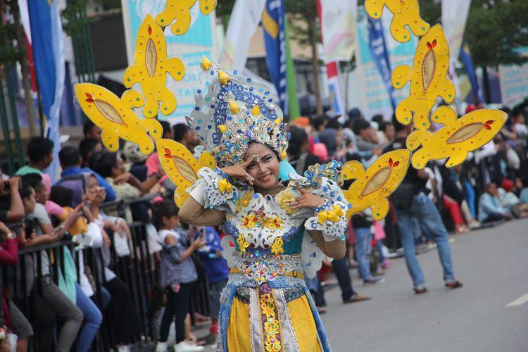 Penampilan peserta International Culture Carnival 2017, di Batam, Sabtu (16/12/2017). Total ada 127 kostum yang ditampilkan tidak hanya oleh Akari Kepri namun juga ada dari Jember Fashion Carnival, Solo Batik Carnival, Solo Batik Carnival, Sangsapurba,  Tepak Sirih, Ragalia atau Cogan, Makyong, Jong, Seafood Paradies dan parade kesenian nusantara serta kesenian daerah dari Banglades.