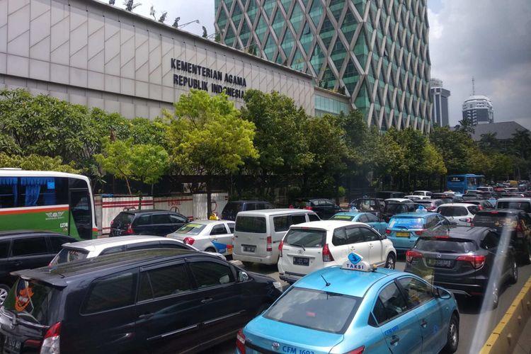 Kemacetan di Jalan MH Thamrin imbas demo ojek online di sekitar Istana, Selasa (27/3/2018).