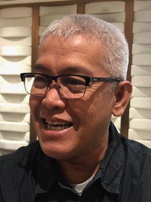 Sekretaris Jenderal Transparency International Indonesia (TII) Dadang Trisasongko setelah konferensi pers di Hotel Ashley, Jakarta Pusat, Selasa (29/4/2019).