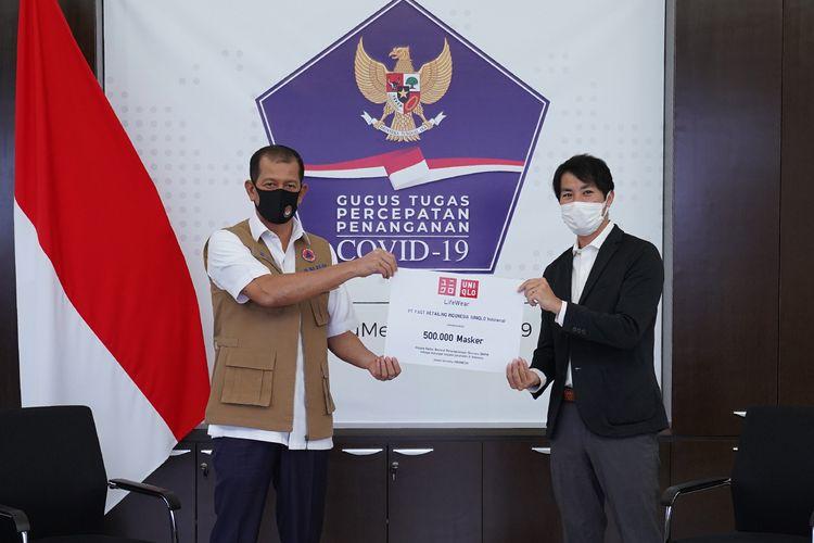 Penyerahan donasi 500.000 masker dan AIRism untuk para tenaga kesehatan