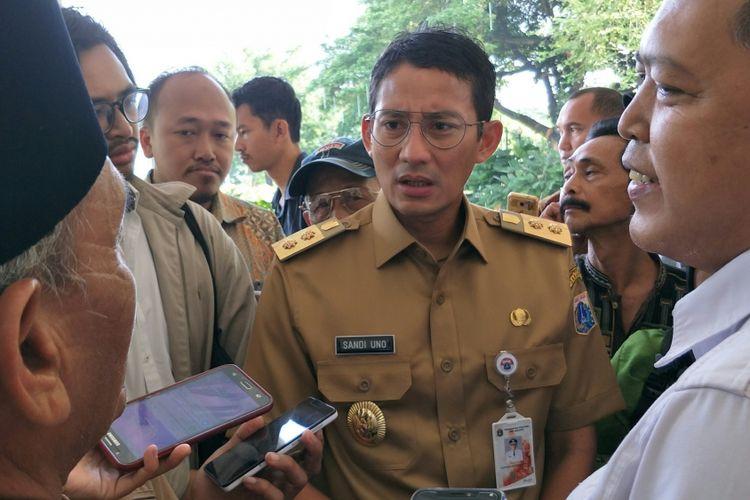 Wakil Gubernur DKI Jakarta Sandiaga Uno mendengarkan Persatuan Delman Betawi yang mengadu ke Balai Kota DKI Jakarta, Senin (20/11/2017).