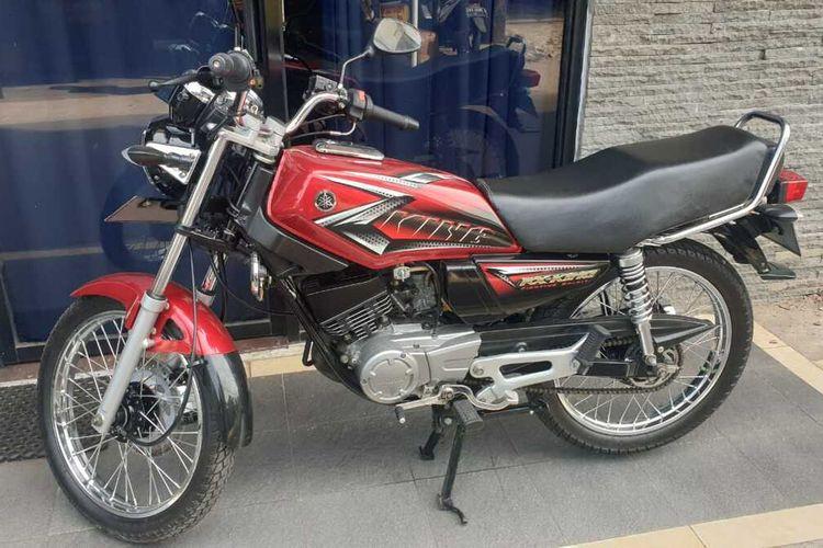 Sepeda motor Yamaha RX-KING milik Fadel yang hilang saat terparkir di samping rumahnya di kawasan Kelapa Dua Wetan, Ciracas, Jakarta Timur.