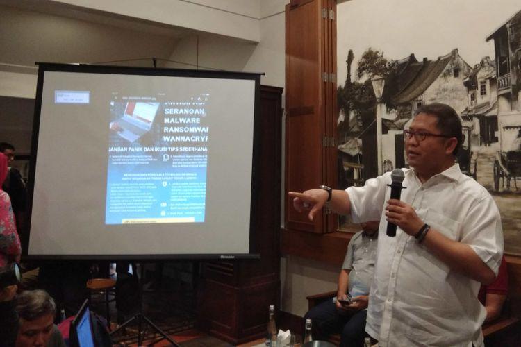 Menteri Komunikasi dan Informatika RI Rudiantara dalam konferensi pers serangan virus ransomware WannaCry di Jakarta, Minggu (14/5/2017).