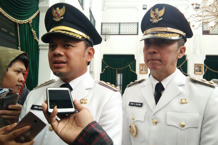 Wali Kota Bogor Bima Arya dan wakilnya Dedie Rachim saat ditemui wartawan usai pelantikan di Gedung Sate, Jalan Diponegoro, Sabtu (20/4/2019).