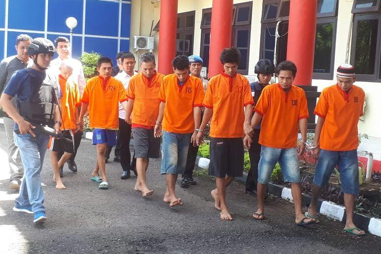 Para tahanan yang kabur kembali ditangkap oleh jajaran Polresta Palembang, Senin (6/5/2019). Mereka sebelumnya melarikan diri usai menjebol ventilasi udara.