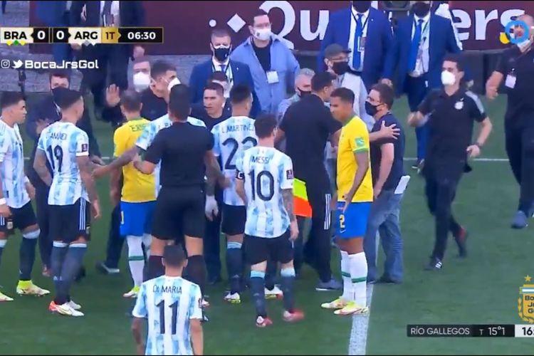 Kekacauan yang terjadi pada laga Kualifikasi Piala Dunia 2022 antara Brasil dan Argentina di Sao Paulo pada Senin (6/9/2021) dini hari WIB.