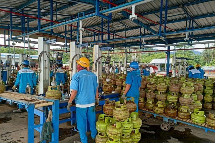 Pihak Pertamina menjamin ketersediaan liquefied petroleum gas (LPG) bagi masyarakat terdampak gempa di dua kabupaten di Sulawesi Barat (Sulbar). Penyiagaan LPG ini telah dilakukan sejak Jumat (15/1/2021) lalu.