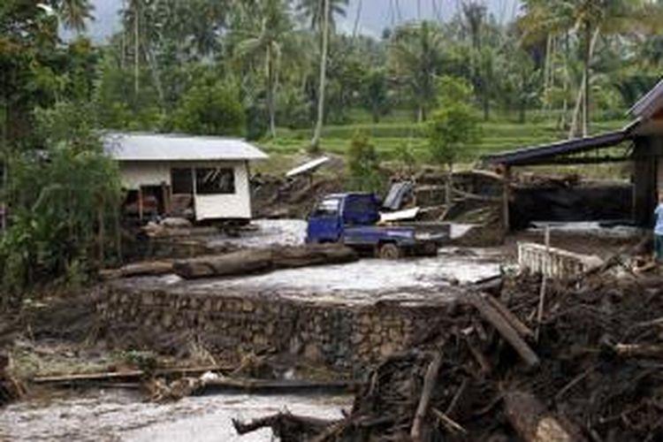 Rumah Yanti Dili (11) yang terseret arus banjir bandang di Ratahan, Kabupaten Minahasa Tenggara, Sulut.