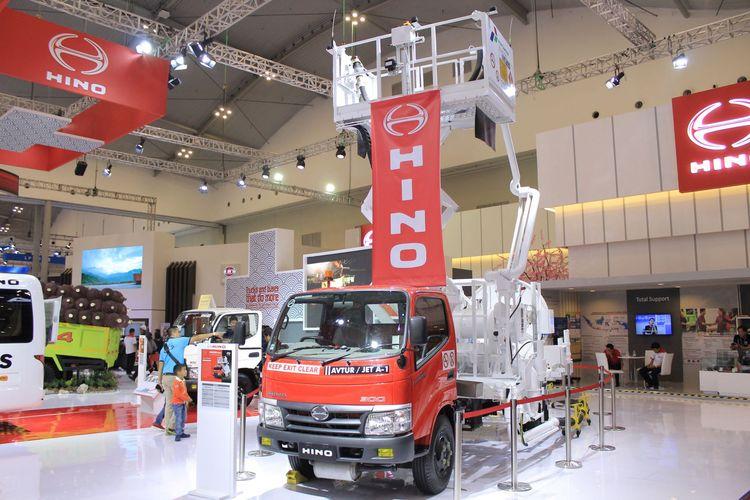 Truk Dutro Hino untuk pengisian bahan bakar pesawat menarik pengunjung GIIAS 2019