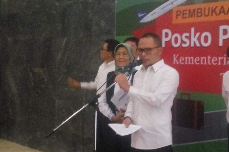 Menteri Tenaga Kerja Hanif Dhakiri saat meresmikan posko pengaduan THR, Senin (28/5/2018).