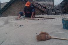 Pasca-erupsi Kelud, Penjual Jasa Pembersihan Atap Marak