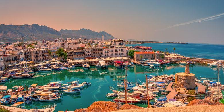 Ilustrasi Siprus - Pemandangan Kota Kyrenia di utara Siprus (dok. Pixabay/Walkerssk).