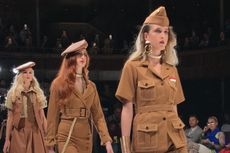 Melihat Baju Pejuang Indonesia di Panggung London Fashion Week
