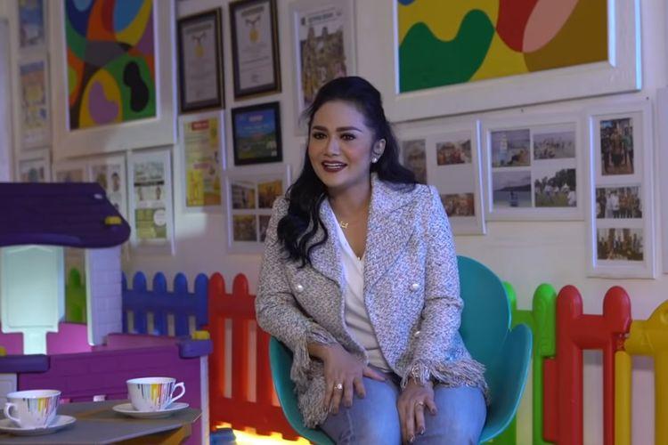 Penyanyi Krisdayanti berbincang dengan Kak Seto di kanal YouTube Kak Seto - Sahabat Anak.