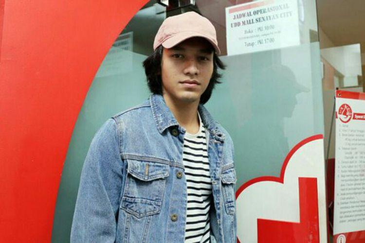 Artis peran Jefri Nichol saat diabadikan di Senayan City, Jakarta Pusat, Senin (5/2/2018).