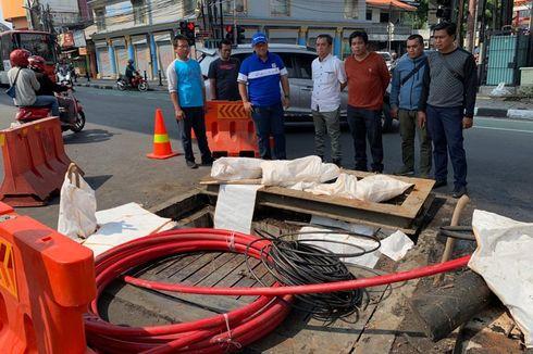Keruk Saluran Air di Fatmawati, Dinas SDA Temukan Banyak Limbah Kabel