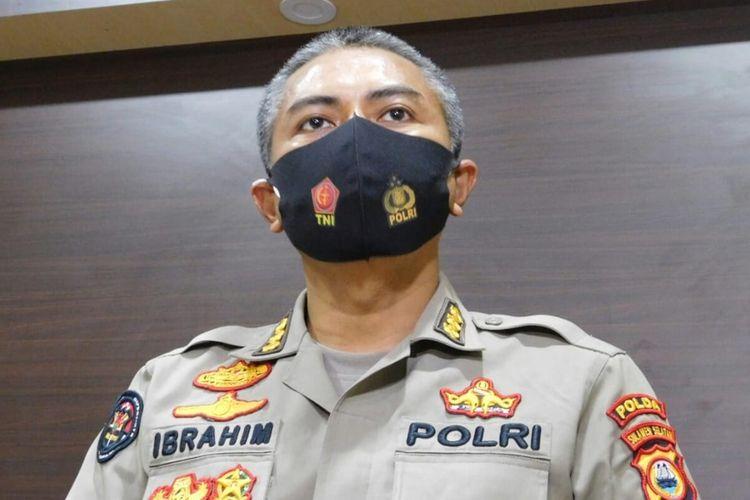 Kabid Humas Polda Sulsel Kombes Pol Ibrahim Tompo saat hendak diwawancara wartawan di Mapolda Sulsel, Senin (21/9/2020).