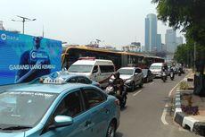 Buruh Demo di Gedung Kemenaker, Jalan Gatot Subroto Arah Cawang Macet